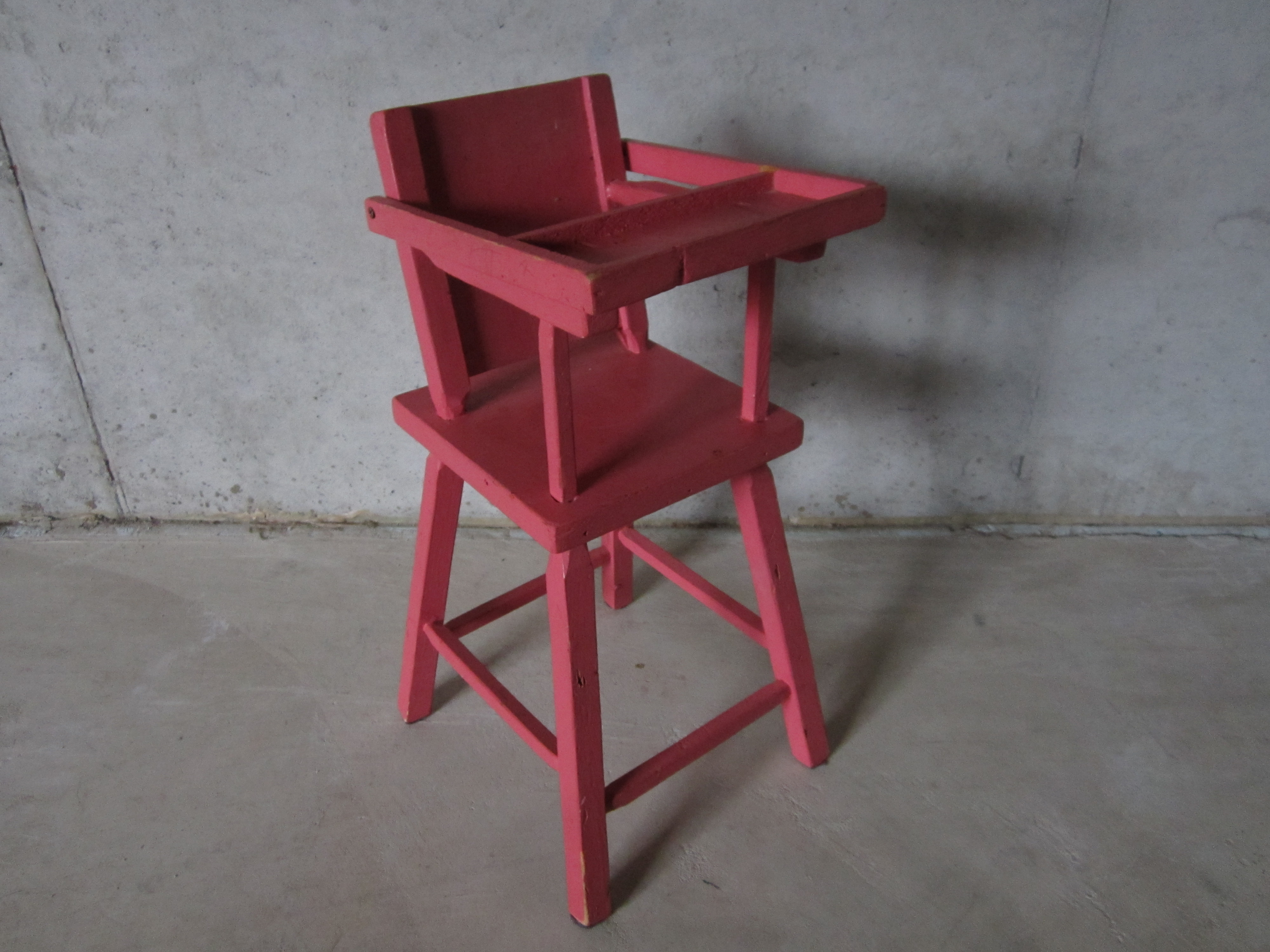 The pink highchair 1961 : pink wooden high chair - Cheerinfomania.Com